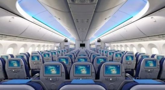 Boeing_787_Dreamliner_LOT_13_interior